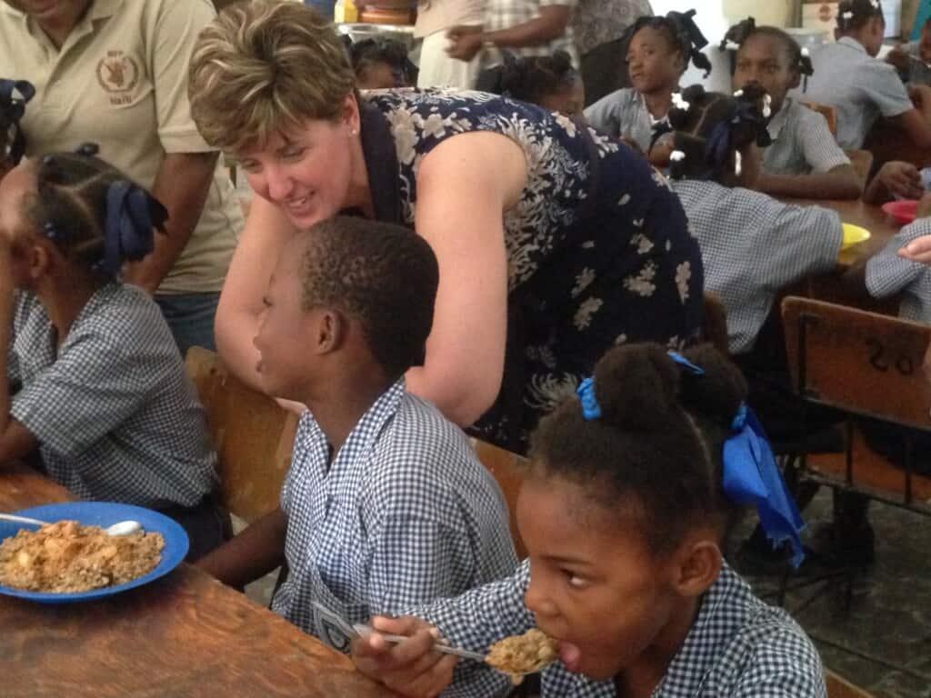 Minister Bibeau visits MEMI school