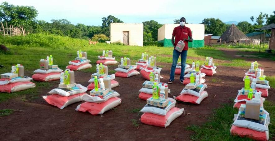 Distributing hygiene kits and foodstuff in Senegal